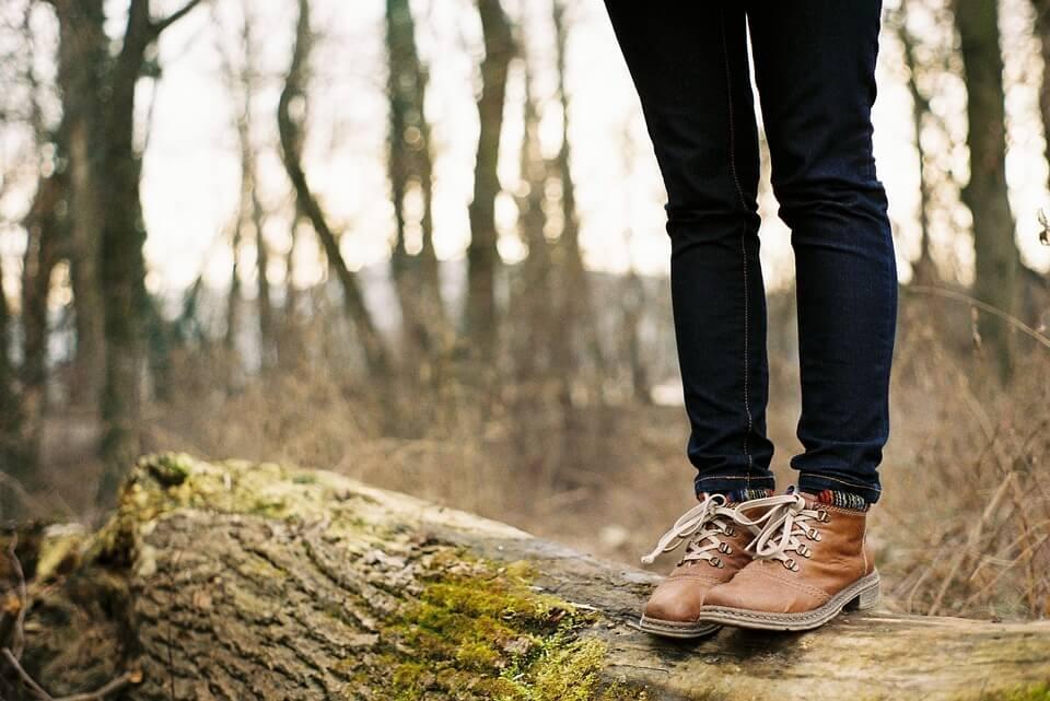 Wybieranie butów do pasującej stylizacji