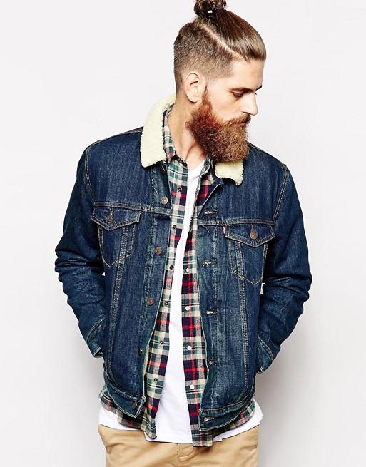 Z czym dokładnie powinna być noszona katana jeansowa męska?