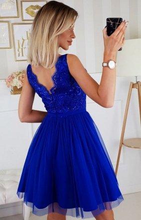 Jakie sukienki wieczorowe są obecnie w modzie?