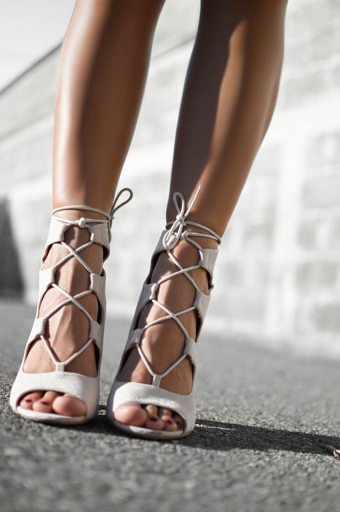 sandały na obcasie