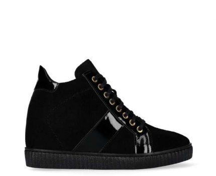 Sneakersy damskie – najmodniejsze zestawienia
